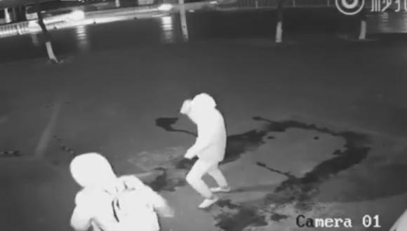Intento de robo quedó transformado en divertido video. (CBS New York)