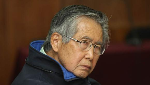 Alberto Fujimori es sometido a un tratamiento médicos por problemas cardiacos en una clínica local.