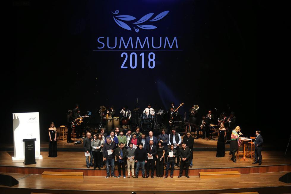 El acto rindió homenaje a cocineros, restaurantes y otras personalidades que este año destacaron por su compromiso con la gastronomía peruana. (Renzo Salazar/Perú21)