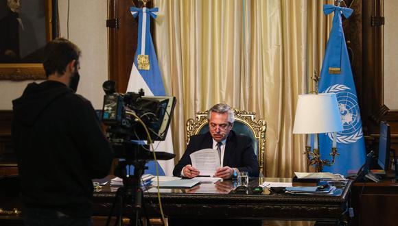 Imagen del folleto difundido por la oficina de prensa de la Presidencia de Argentina que muestra al presidente Alberto Fernández durante su discurso en la Asamblea General de la ONU, en la Casa Rosada, en Buenos Aires. (AFP).