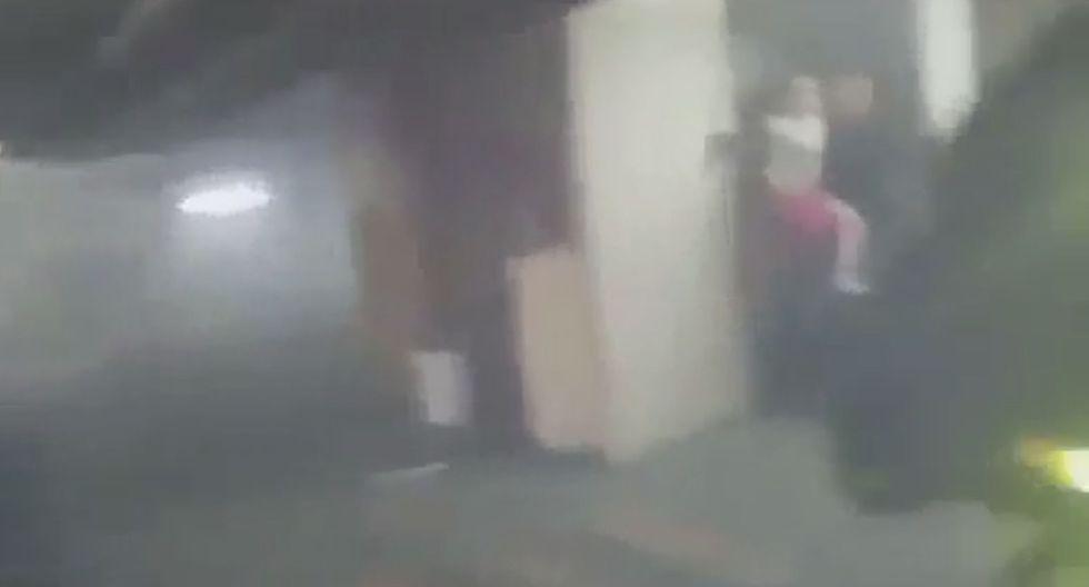 Hallaron a una mujer con una niña en brazos y la ayudaron a salir. (Serenazgo de San Isidro)