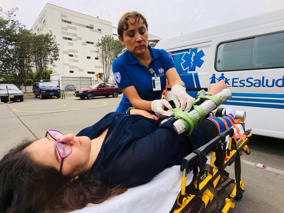 En casos de fracturas debe inmovilizarse primero a los pacientes.
