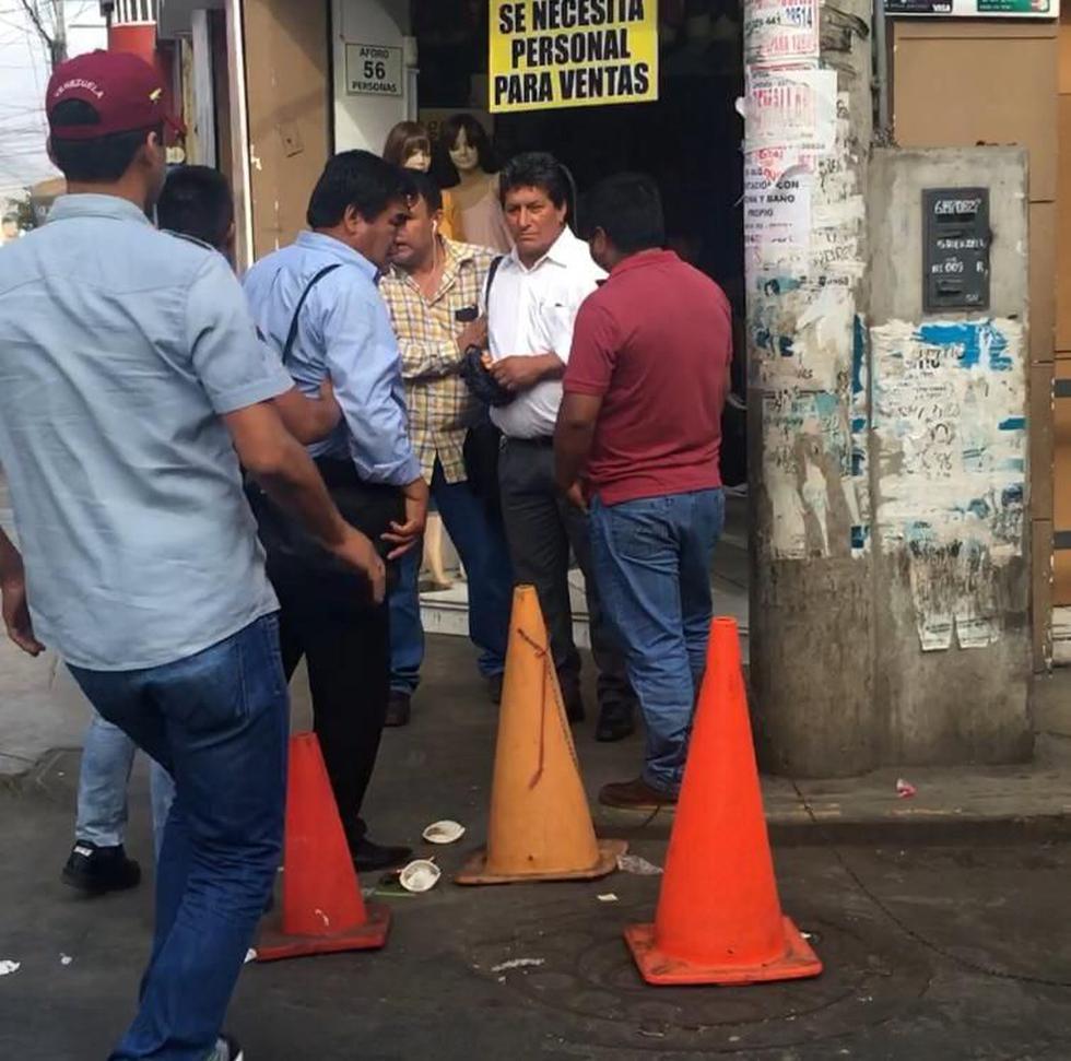 Los trabajadores de la comuna fueron intervenidos por la Policía y representantes de la Fiscalía.