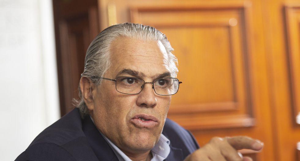 """""""Yo no veo qué tiene que ver Pablo Sánchez con esto que se le ha acusado constitucionalmente (…) No hay mérito para esa investigación"""", dijo Gino Costa. (GEC)"""