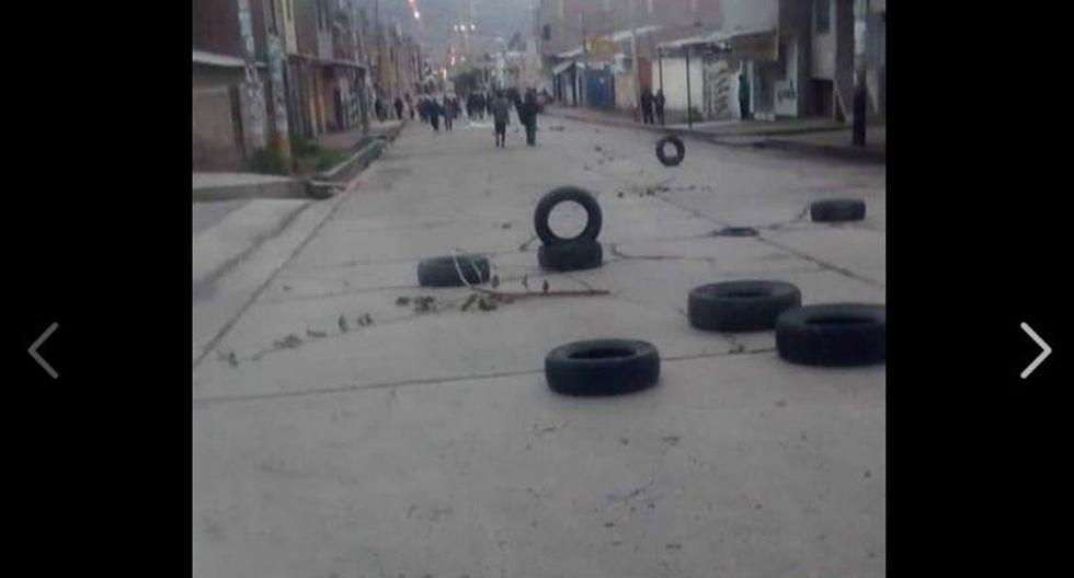 Paro agrario en Arequipa se da con llantas esparcidas en la pista para interrumpir el paso de los vehículos. (Facebook/@noticiero.opinion)