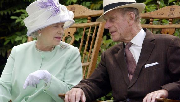 Medios británicos se plantean la posibilidad de que, finalmente, el príncipe Carlos, hijo mayor de la reina Isabel II, asuma las responsabilidades de su madre. (Foto: AFP)