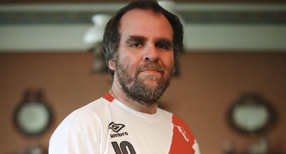 José Carlos Yrigoyen  es un tipo de mirada crítica, capaz de distanciarse para analizar, y, al mismo tiempo, dejar que aflore esa pasión que hoy nos habita: Perú está en el Mundial. (Geraldo Caso)