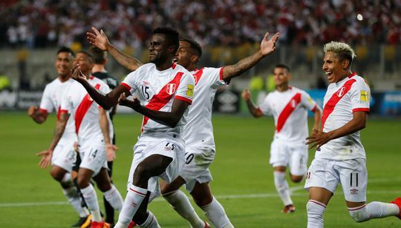 Ramos y compañía celebran la segunda conquista de Perú sobre Nueva Zelanda, en la revancha del repechaje que determinó el progreso de la bicolor a Rusia 2018. (REUTERS)