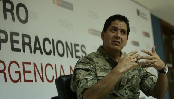 Meteorólogo Julio Villafuerte recomienda a la población estar alertas ante emergencias por lluvias. (Anthony Niño de Guzmán)