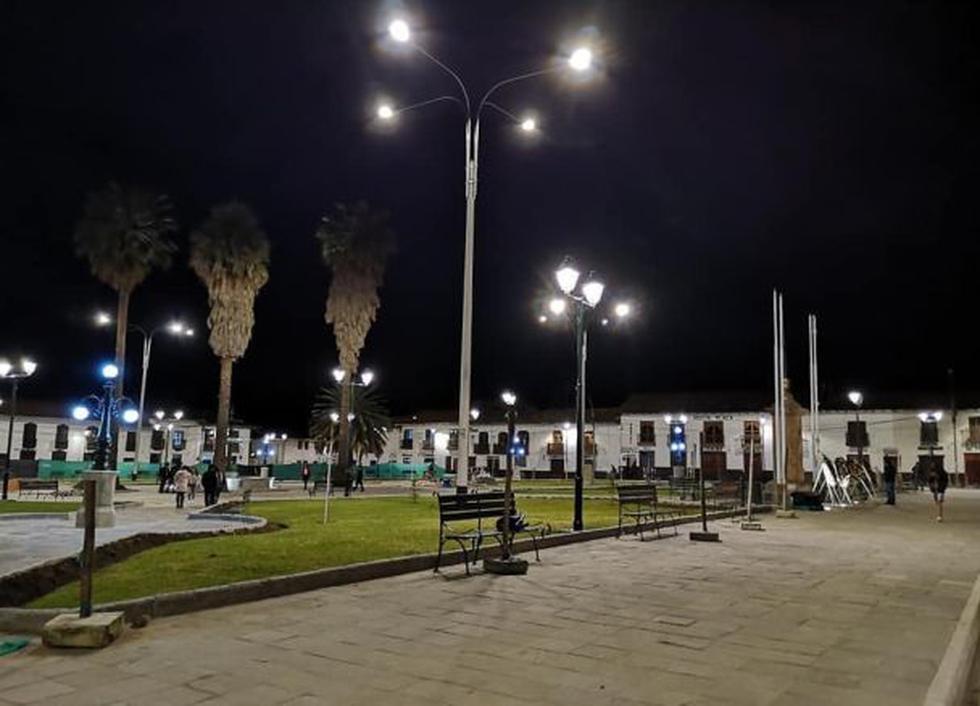 La empresa Electro Oriente culminó con la instalación del moderno sistema de iluminación que ayuda a reducir el calentamiento global.(Foto: Electro Oriente)