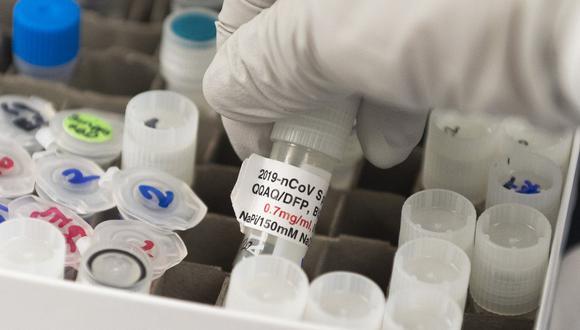 El gobierno británico espera obtener la tan esperada vacuna contra el coronavirus a principios del próximo año. (Foto referencial:  ANDREW CABALLERO-REYNOLDS / AFP)