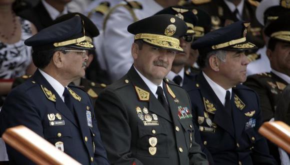 A LA ORDEN. Gral. Salazar podría estar dependiendo de las FF.AA. (Perú21)