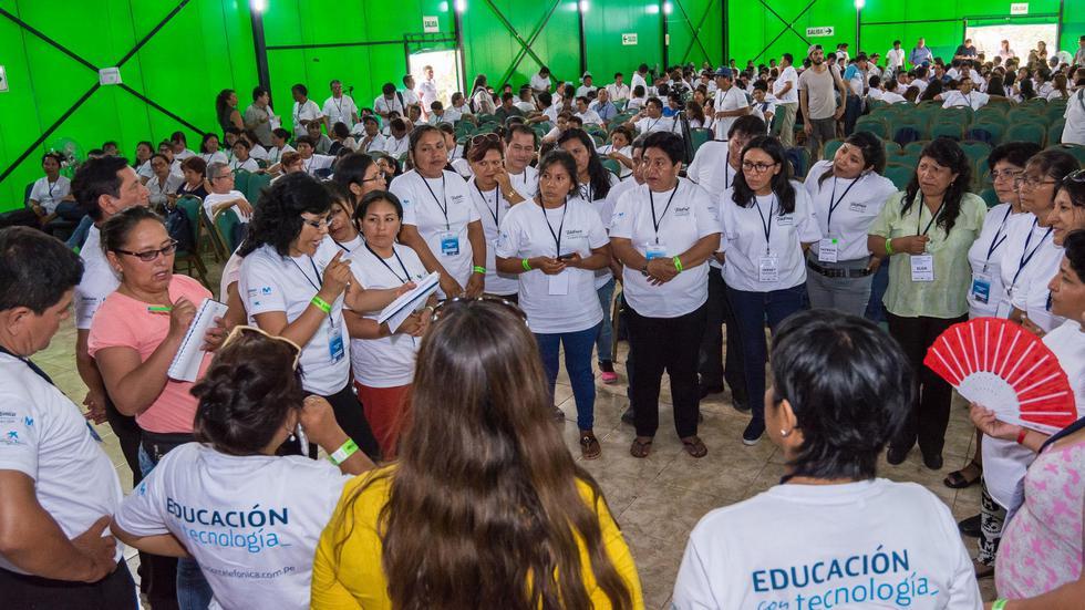 """925 maestros de 20 regiones del país participaron en el """"IX Encuentro de Líderes Docentes"""", donde fueron capacitados en el uso de la tecnología. (Foto: Fundación Telefónica)"""