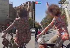 Mujer es arrestada en Irán por no llevar hiyab en la vía pública [VIDEO]