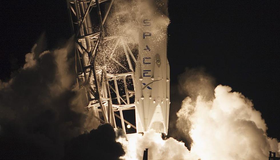 SpaceX lanzó con éxito este sábado su cápsula Dragon con destino a la Estación Espacial Internacional. (Reuters)
