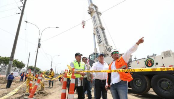 Alcalde de Lima, Luis Castañeda, visitó la zona donde se realizan trabajos luego del desborde del río.