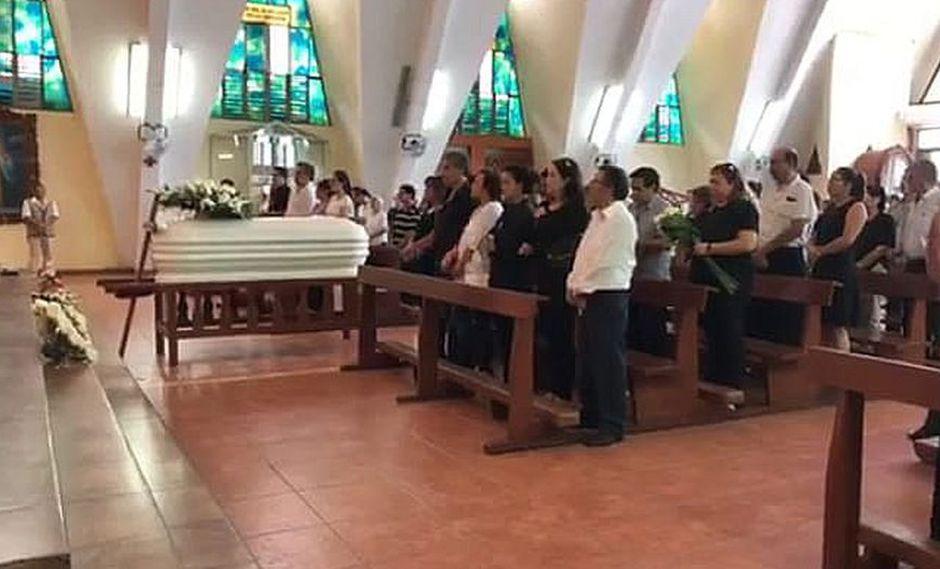 Misa en honor a la difunta Belén Osorio, duró alrededor de una hora. (GEC)