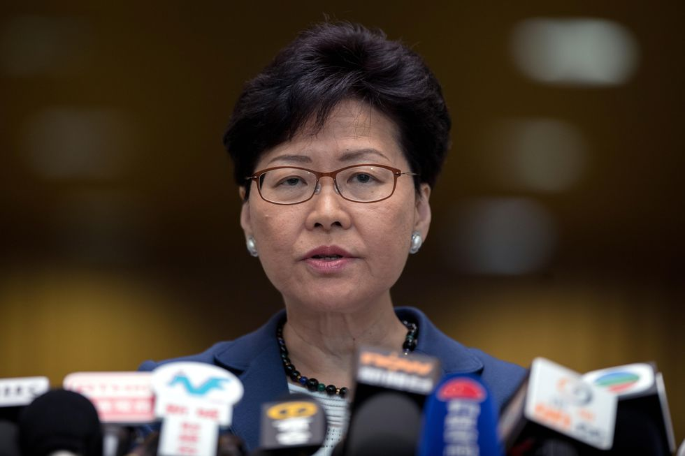 Los manifestantes además piden la renuncia de la jefa del poder ejecutivo de Hong Kong, Carrie Lam. (Foto: EFE)