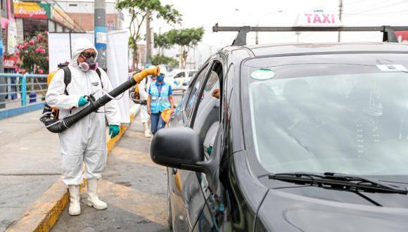 Taxistas podrán desinfectar gratuitamente sus vehículos diariamente en Surquillo, Ventanilla y Callao.