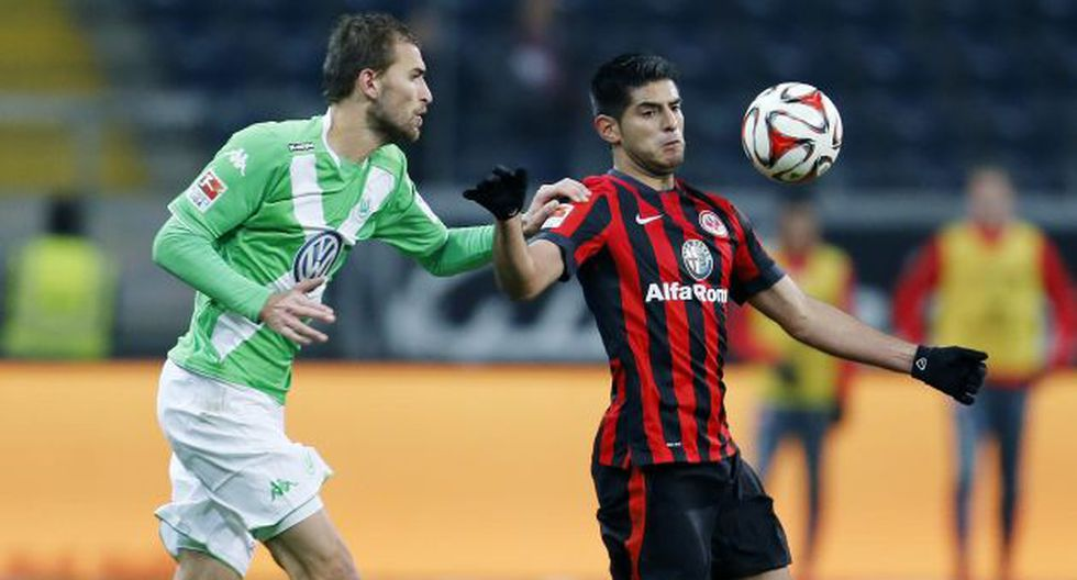 Carlos Zambrano superó lesión a la rodilla y ayer arrancó como titular en Frankfurt. (AP)