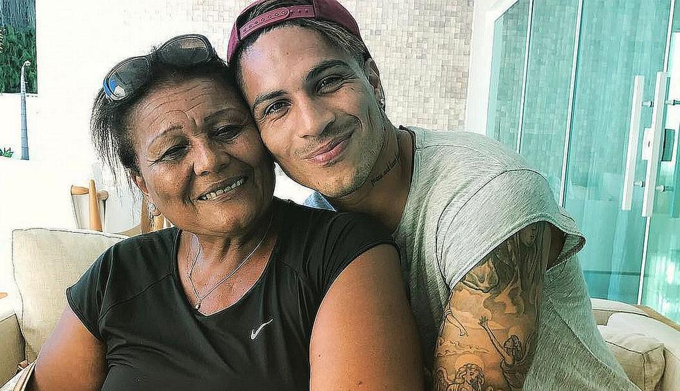 El delantero Paolo Guerrero compartió tierna fotografía al lado de su madre 'Doña Peta'. (Foto: @paologuerrero)