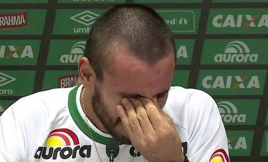 """Sobreviviente de tragedia del Chapecoense rompió en llanto: """"Es un milagro que esté vivo"""". (Captura YouTube/euparei)"""