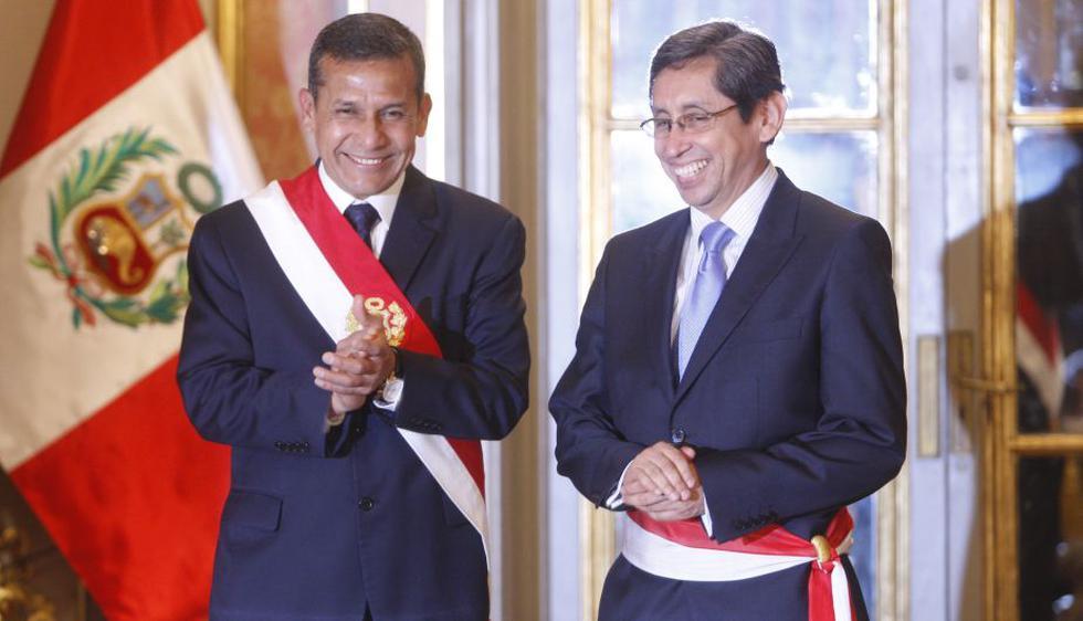 El presidente Ollanta Humala le tomó juramento esta noche a Aníbal Velásquez, quien ocupaba hasta hoy el cargo de viceministro de Salud Pública. (Roberto Cáceres)