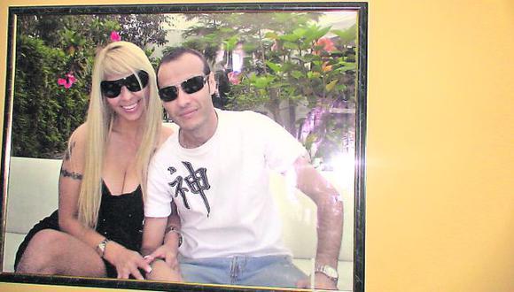 Esta fotografía es fundamental porque demuestra el vínculo entre la exbailarina y un sujeto ligado al narcotráfico. (Difusión)