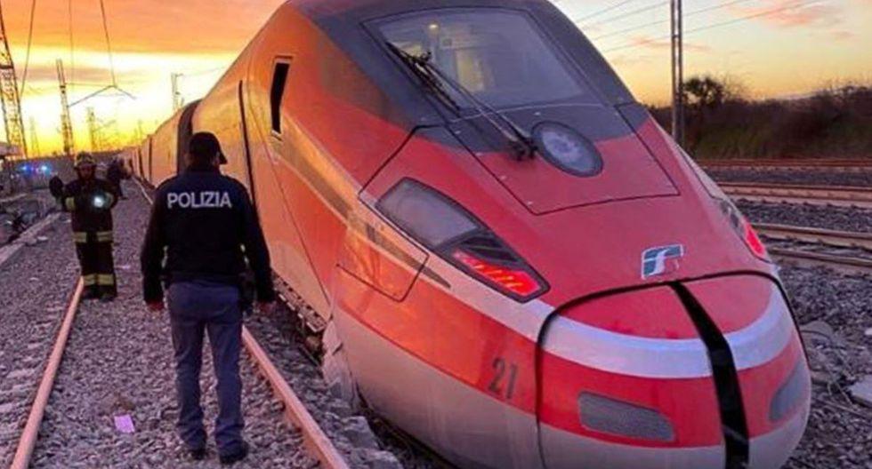Un policía inspecciona el tren accidentando donde 2 personas perdieron la vida. (AFP)