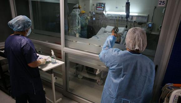 Según las autoridades del Comando Regional COVID-19, de cada 100 pruebas 35 salen positivos y hay en promedio 315 nuevos contagiados por día, esto podría tener relación con la variante brasileña (Foto referencial / EFE/ Raúl Martínez)
