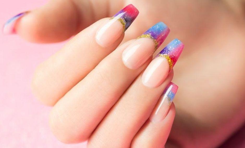 Las uñas acrílicas requieren un mantenimiento o retoque cada cierto tiempo para prolongar su duración. (Foto: Difusión)