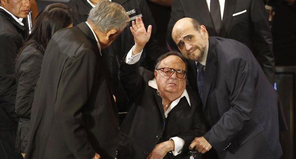 El 'Señor Barriga' y el 'Profesor Jirafales' también acompañaron a Gómez Bolaños. (Reuters)