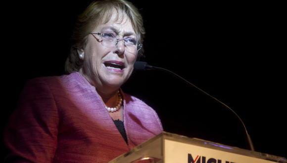 Michelle Bachelet se impuso ayer con un 46.67% de los votos. (AFP)