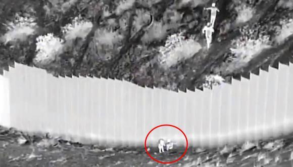 Traficantes lanzan a dos niñas ecuatorianas hacia Estados Unidos desde lo alto de valla fronteriza con México.