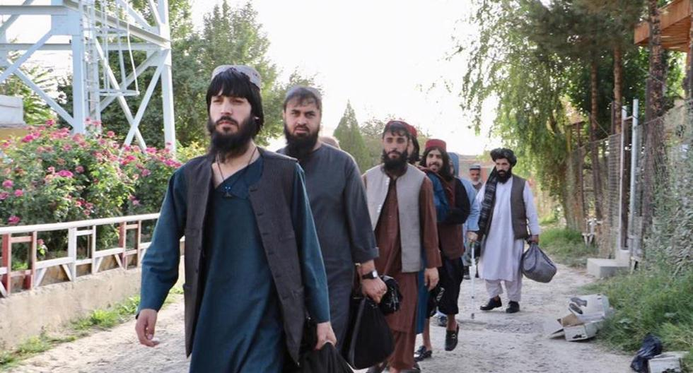 Una fotografía facilitada por el Consejo de Seguridad Nacional (NSC) de Afganistán muestra a prisioneros talibanes preparándose para salir de una prisión gubernamental en Kabul. (EFE/EPA/AFGHANISTAN NATIONAL SECURITY COUNCIL).