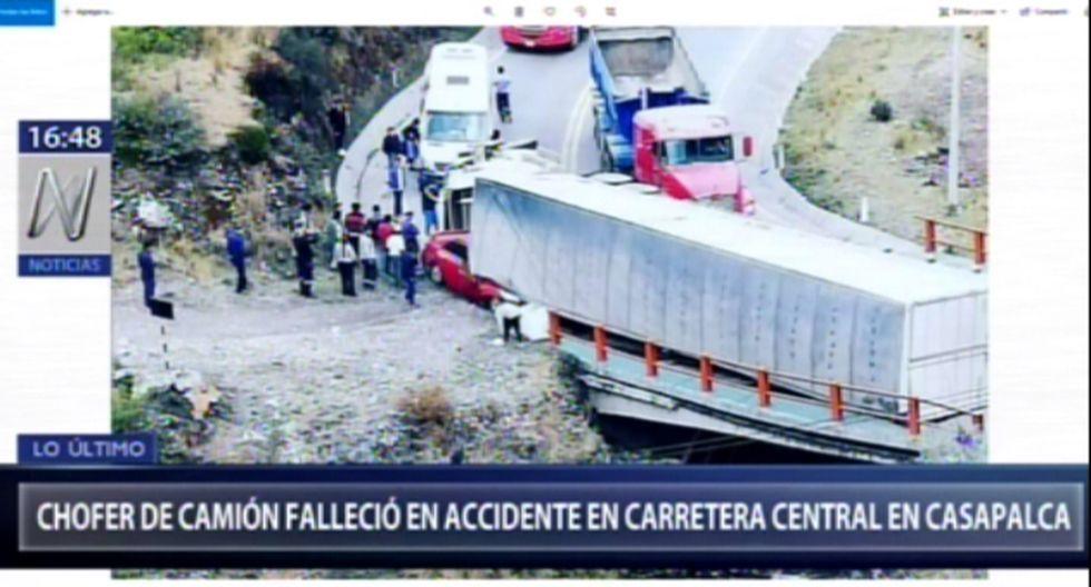 El remolque se dirigía de La Oroya hacia Lima, mientras que la otra unidad en sentido contrario. La Policía Nacional del Perú (PNP) llegó al lugar para las investigaciones del caso. (Foto: Captura Canal N)