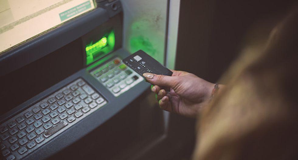 FBI alerta sobre ciberataque mundial a los bancos mediante cajeros automáticos. (Getty)