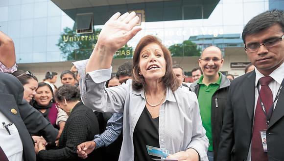 Lourdes Flores pide cambio de agenda al gobierno. (USI)