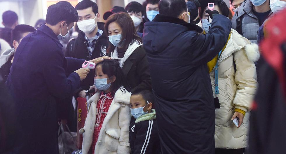 Una de las imágenes simbólicas detrás del nuevo coronavirus de China es la de personas utilizando mascarillas. (Foto: STR / AFP)