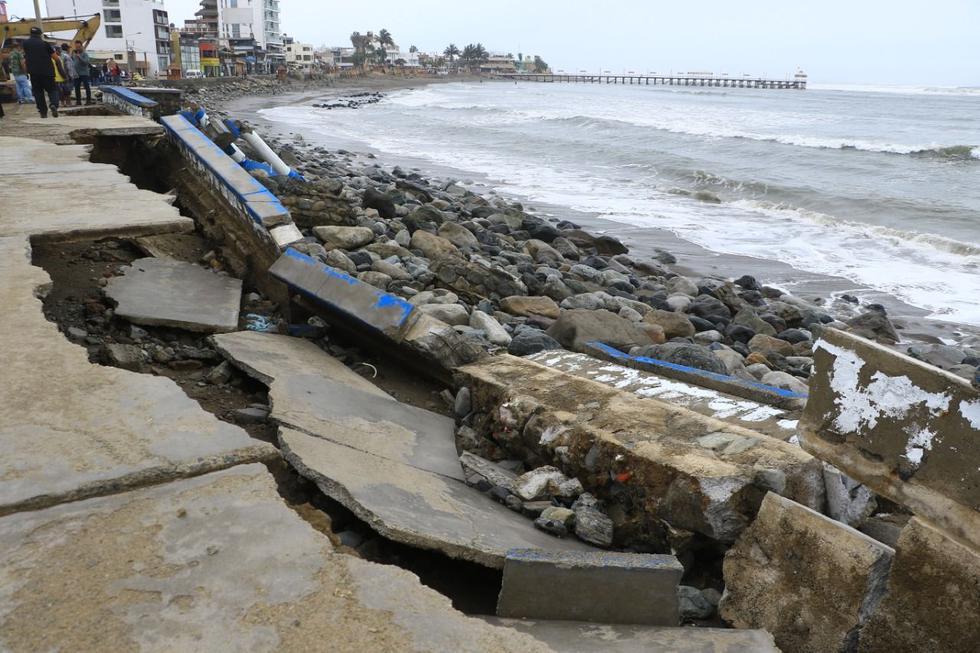 Oleajes anómalos dañaron el malecón del balneario de Huanchaco. (Foto: Alan Benites)