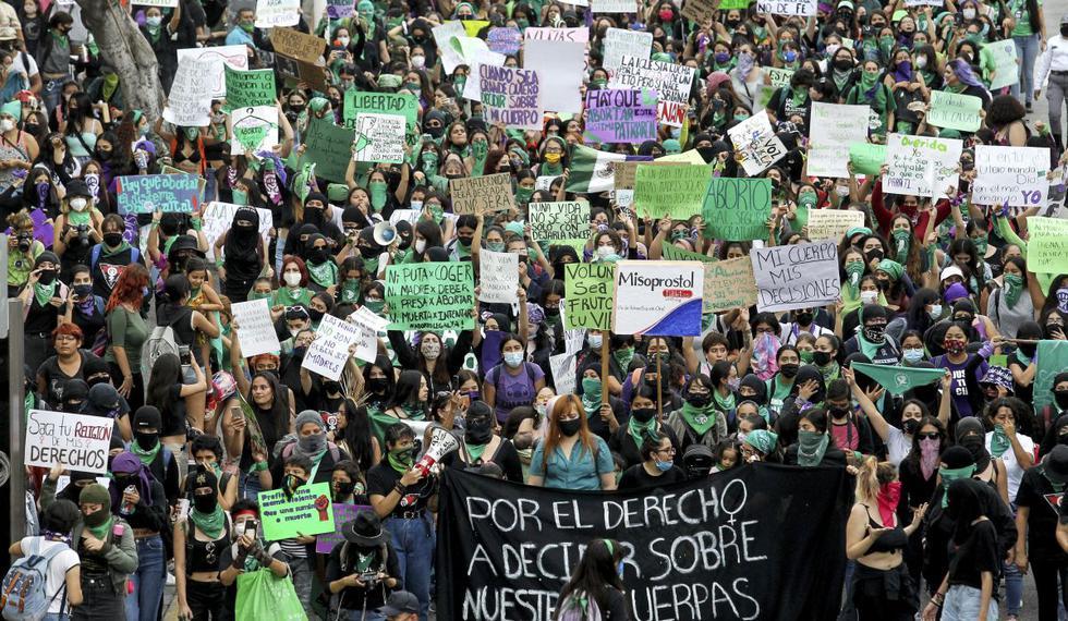 Partidarios de la legalización del aborto participan en una manifestación en el marco del Día Internacional del Aborto Seguro, en Guadalajara, México el 28 de septiembre de 2020. (Foto: ULISES RUIZ / AFP)
