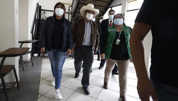 El candidato por Perú Libre, Pedro Castillo, se reúne con la alcaldesa de Mala, según informó Canal N. (Foto: Violeta Ayasta / @photo.gec)