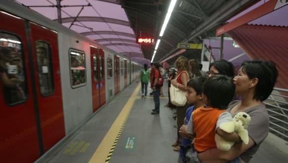 Metro de Lima transporta a miles de pasajeros al día. (Perú21)