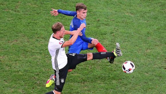 Francia suma una serie de 14 partidos sin perder, desde que perdiese ante Colombia 3-2 en el mes de marzo. Alemania busca acabar con el invicto de los galos. (Foto: EFE)