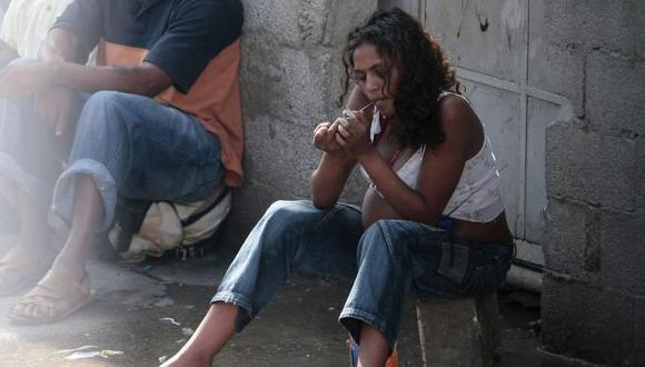 Preocupante. Desde hace cinco años, viene creciendo la demanda de drogas en las mujeres. (Reuters)