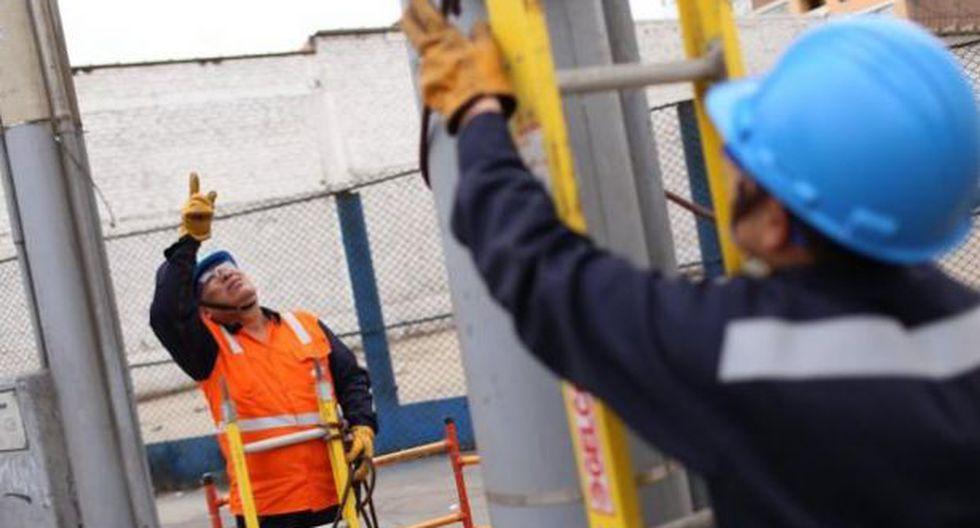 Durante la intervención a la fábrica, los propietarios estaban ausentes. Los agentes policiales iniciaron la búsqueda de los dueños para las investigaciones del caso.  (Foto: Enel/Referencial)