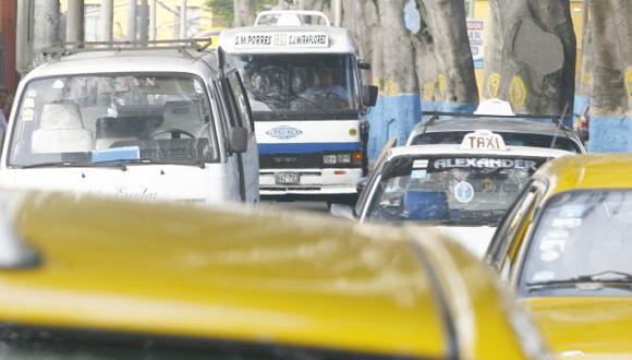 NTENSO TRÁFICO. La avenida Pedro de Osma luce congestionada. (Martín Pauca)