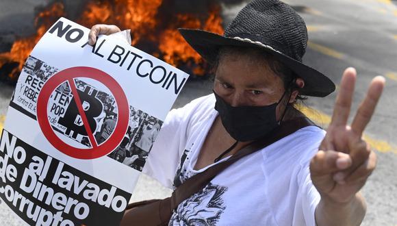 """Para los organizadores, se trató de la concentración """"más numerosa"""" contra el gobierno de Bukele, en los dos años que lleva de gobierno. (Foto: MARVIN RECINOS / AFP)"""