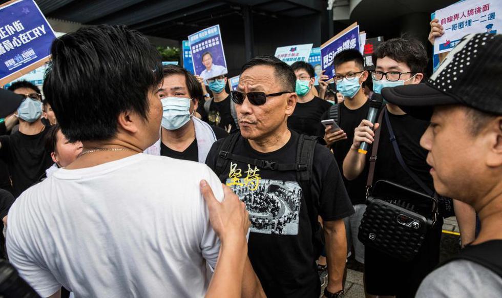 Hong Kong: Protesta a favor de la policía acaba en brutal enfrentamiento. (AFP)