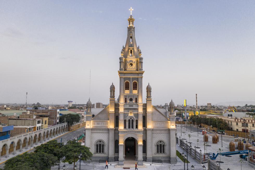 Exactamente igual. Se respetó el diseño original del templo, que fue construido entre los años 1917 y 1945.